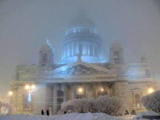 Issaky cathedral in St-Petersburg looks like a fairy tale palace when it snows